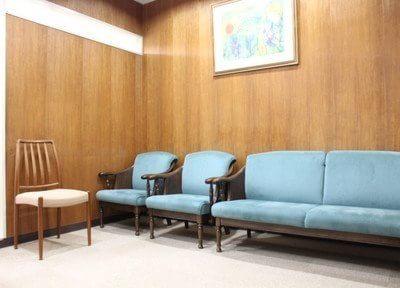 待合室です。診療前後はこちらでお待ちください。