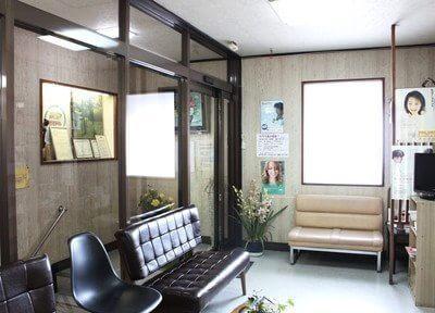 待合室は落ち着いた雰囲気を目指しています。