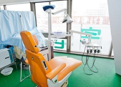 信宅ビル歯科医院