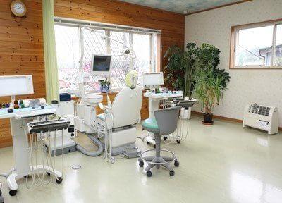診療室は清潔感があり、広々としていて開放感があります。