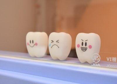 色合いや健康面に配慮し、白いセラミックによる虫歯治療を行っています