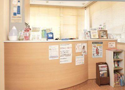 受付です。ご来院されましたら、受付にて診察券のご提示をお願い致します。