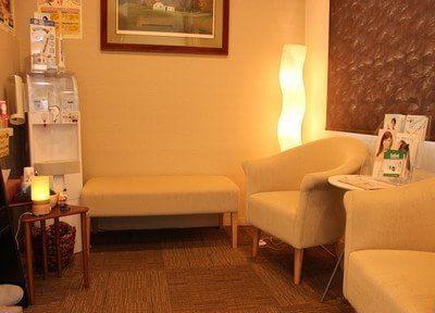 落ち着いた雰囲気の待合室はリラックスできます。