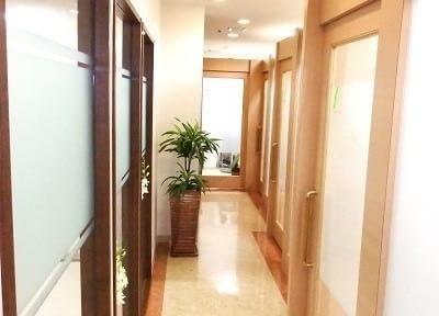 治療施設の入口は全て別れているため、プライベートも安心。