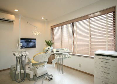 診療室です。広々とした開放感のある空間です。