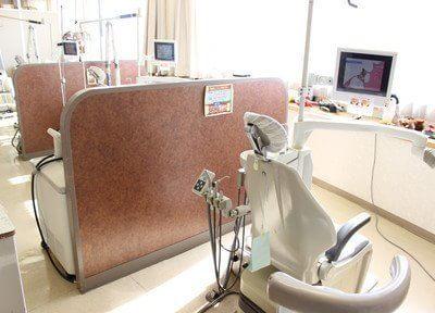 光が差し込む明るい診療室です。
