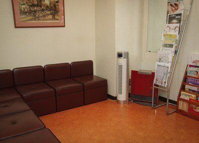 待合室には空気清浄機を設置しています。