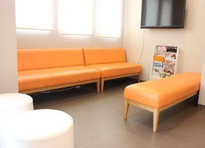 待合スペースです。テレビや雑誌をご用意しています。