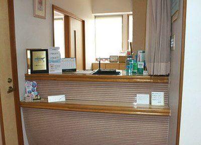 ご来院なさいましたら受付にお越しください。診察券のご提示をお願いします。