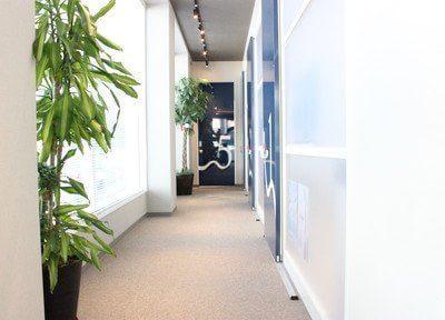 診療室は一つ一つ部屋が区切られておりますので、患者様のプライバシーを出来る範囲でお守りしております。