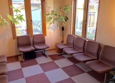 落ち着いた待合室