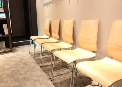 待合室です。お呼びするまで、こちらでお待ちください。