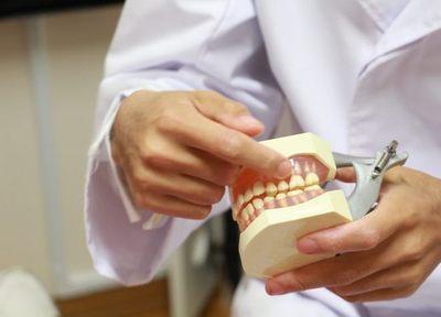 歯は一本でも失うと噛み方に偏りができて、虫歯になりやすくなるので、早めの治療をお願いしています
