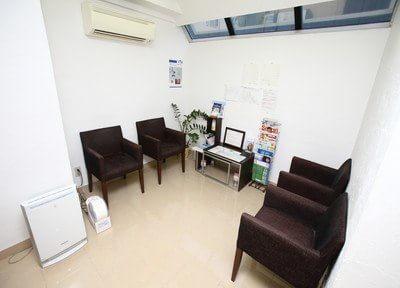 診療室です。マイクロスコープを完備していますので、より精度の高い治療が可能です。
