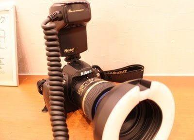 カメラを使い歯の写真を撮ります。