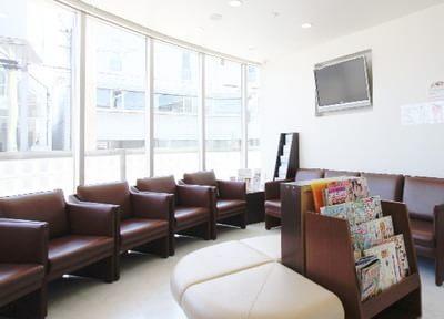 待合室は患者様が快適にお待ちになれるように配慮しています。