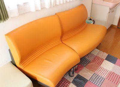 待合室です。ゆったりとしたソファになっております。