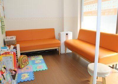待合室の横にはキッズスペースがあります。