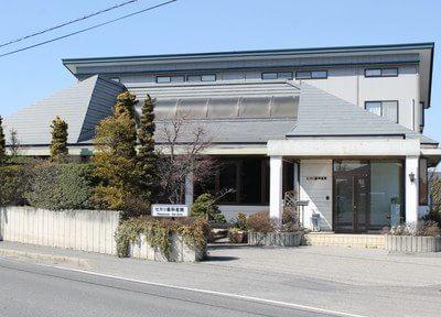 ヒカリ歯科医院の外観です。穂高駅から徒歩5分と通いやすい場所に位置しています。