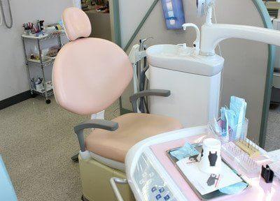 ピンク色の可愛い診療チェアです。