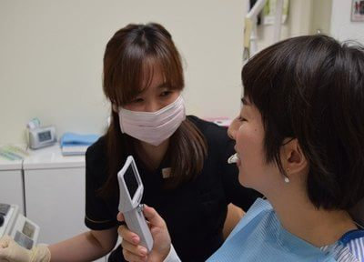 ブライトニングをプラスして輝く白い歯を実現