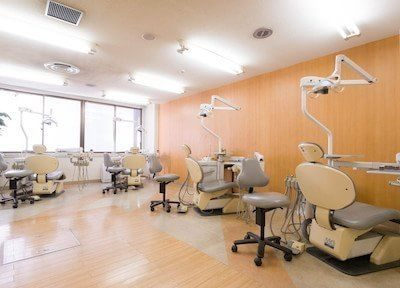 診療室です。リラックスしてチェアにお掛けください。