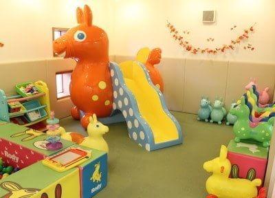 キッズスペースにはお子様の喜ぶおもちゃが豊富にあります。