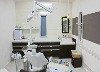 白を基調とした、清潔感のある診療室です。