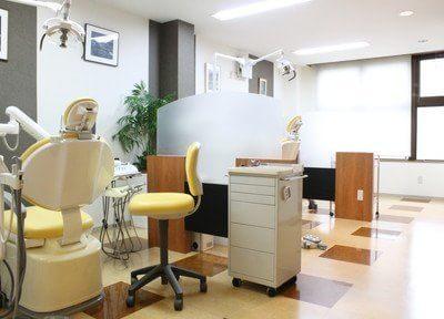診療室はパテーションで仕切られていますので、治療中に見られる心配はありません。