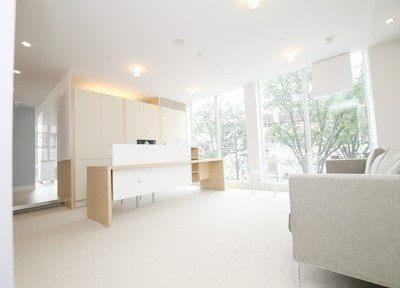 院内は、広々とした空間です。清潔感があります。
