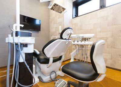 リラックスできる診療室のふかふかの診療椅子です。