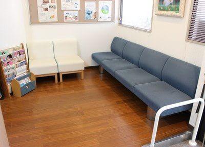 待合室です。診療までの間、リラックスしてお待ちください。