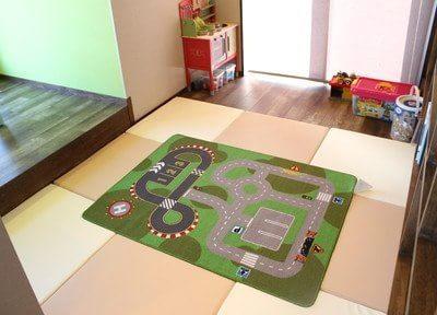 広々としたキッズルームを完備しております。おもちゃもたくさんご用意しております。