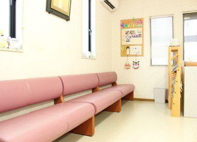 待合室です。診療までの間こちらでお待ちください。