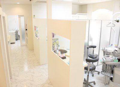 診療室は開放感のあるフロアになっています。