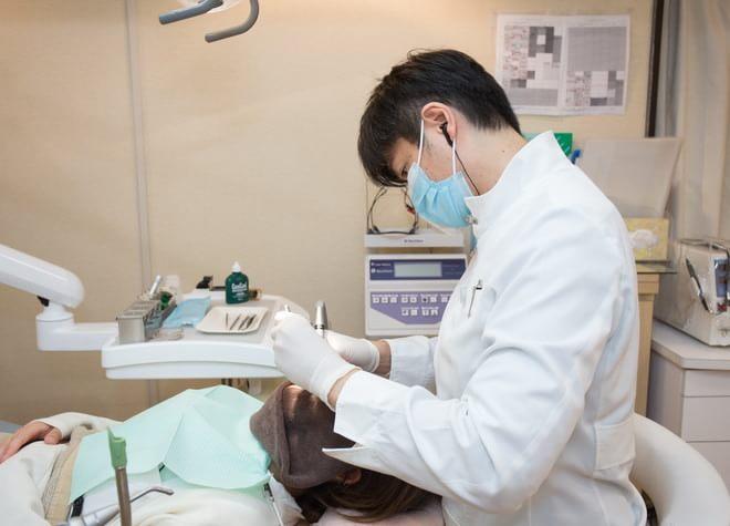 カウンセリングで患者さまのゴールを設定し、マウスピース矯正できれいな歯に改善します