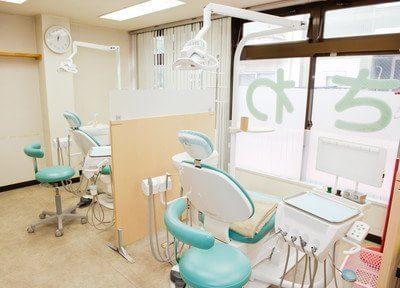 おおさわ歯科クリニックの診療室です。明るく開放感のある空間です。