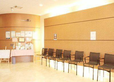 待合室は落ち着いた雰囲気です。