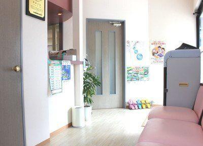受付ではかなめ歯科医院のスタッフがお待ちしています。