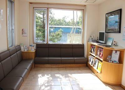 待合スペースです。テレビや雑誌などございますので、待ち時間にぜひご利用ください。