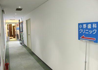 エレベータを出て左にお進みください。
