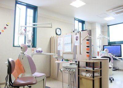 診療室です。一つ一つチェアごとに区切っています。