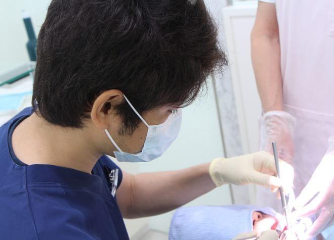 かぶせ物の治療をするために、まずは歯周病の検査を行い、必要に応じて治療を行います