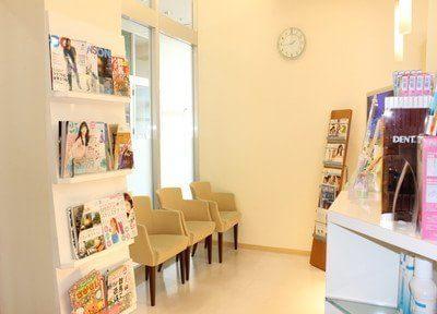 待合室です。雑誌等置いておりますので、待ち時間にぜひご利用ください。