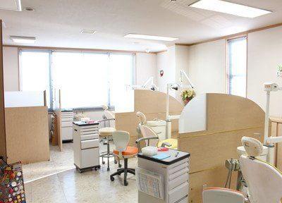 診療室です。仕切りが施されておりますので、プライベート空間を確保していただけます。