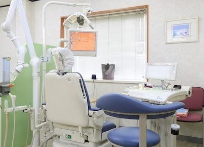 診療チェアです。モニターで歯の状態を確認しながら治療します。
