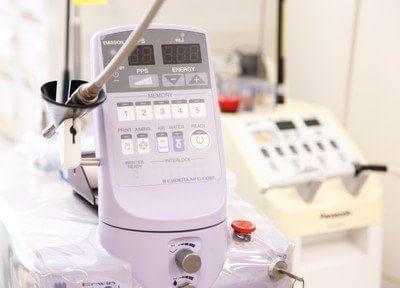 レーザー治療器です。痛みを軽減した治療を行います。