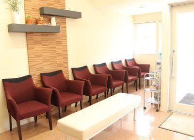 ゆったりと安心して待つことができる待合室もご用意しております。