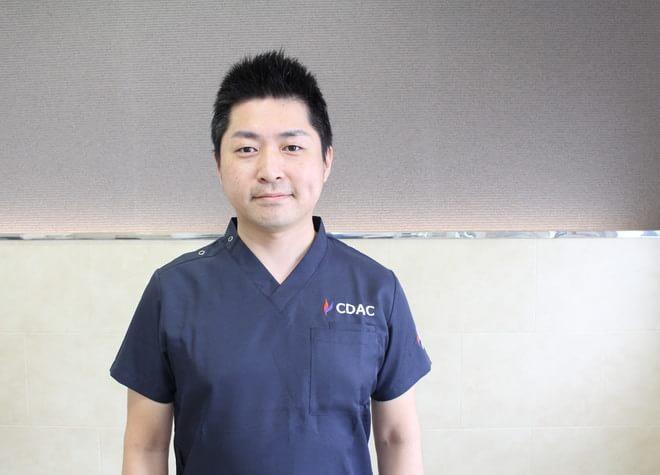塩崎歯科 塩崎 秀弥 副院長 歯科医師 男性