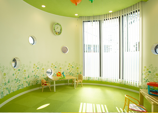 お子さまのペースに合わせた治療を行い、親子で通いやすい環境を整えています